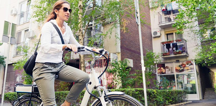 Hjälmlösa cyklister mer risktagande